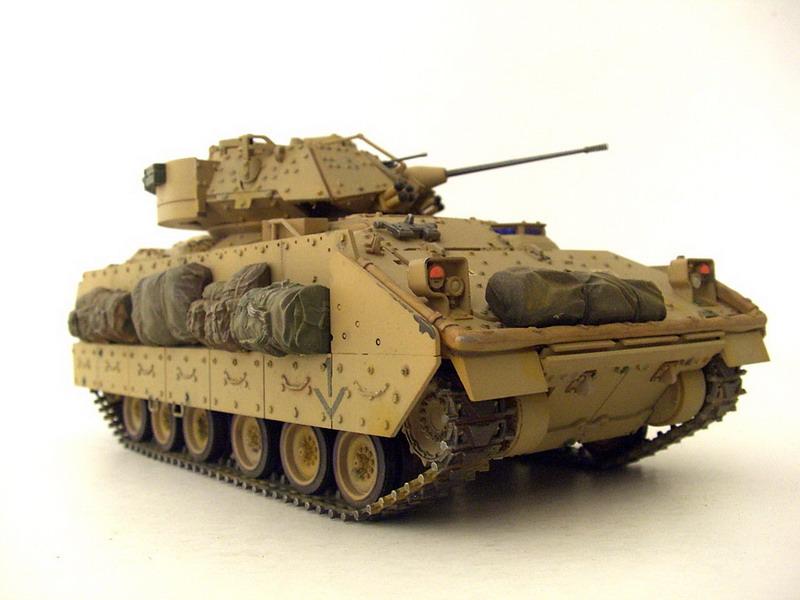 M2A2-Bradley-02