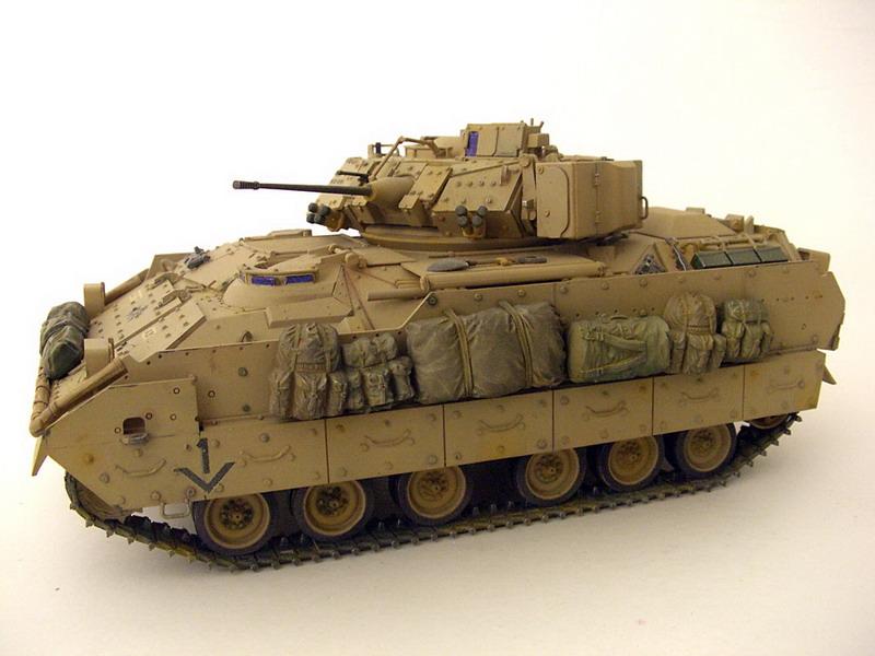 M2A2-Bradley-03