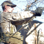Pistol dan Goggle sebagai Kelengkapan Perorangan