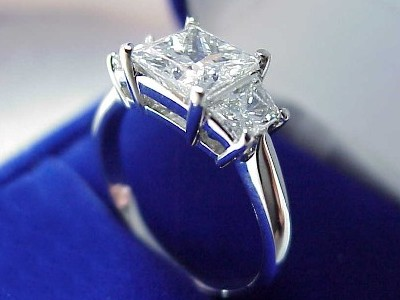 Trendy Diamond Rings 2011