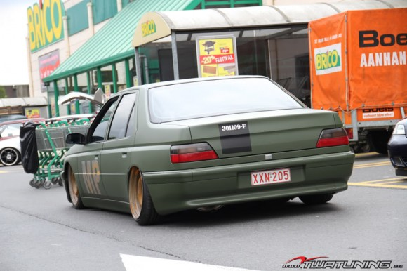 Peugeot 605 matte military green