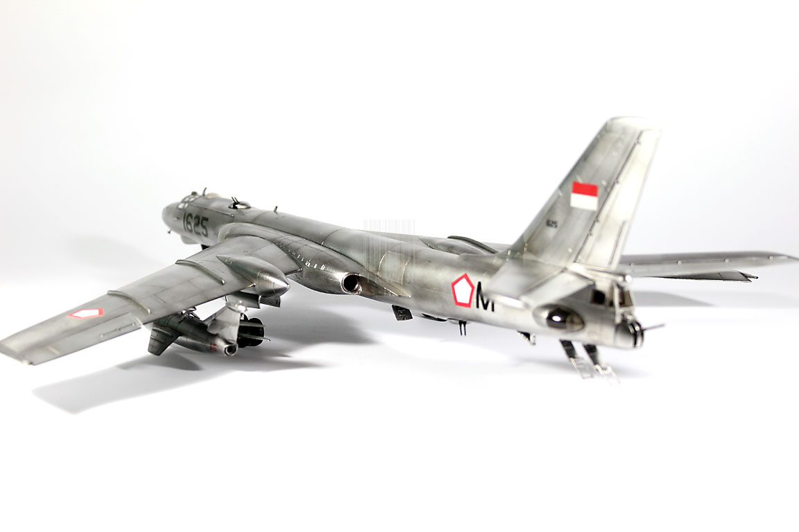 Model Kit Pesawat Pembom TU-16KS Badger AURI